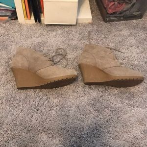 White Mountain Shoes - Beige suede heels